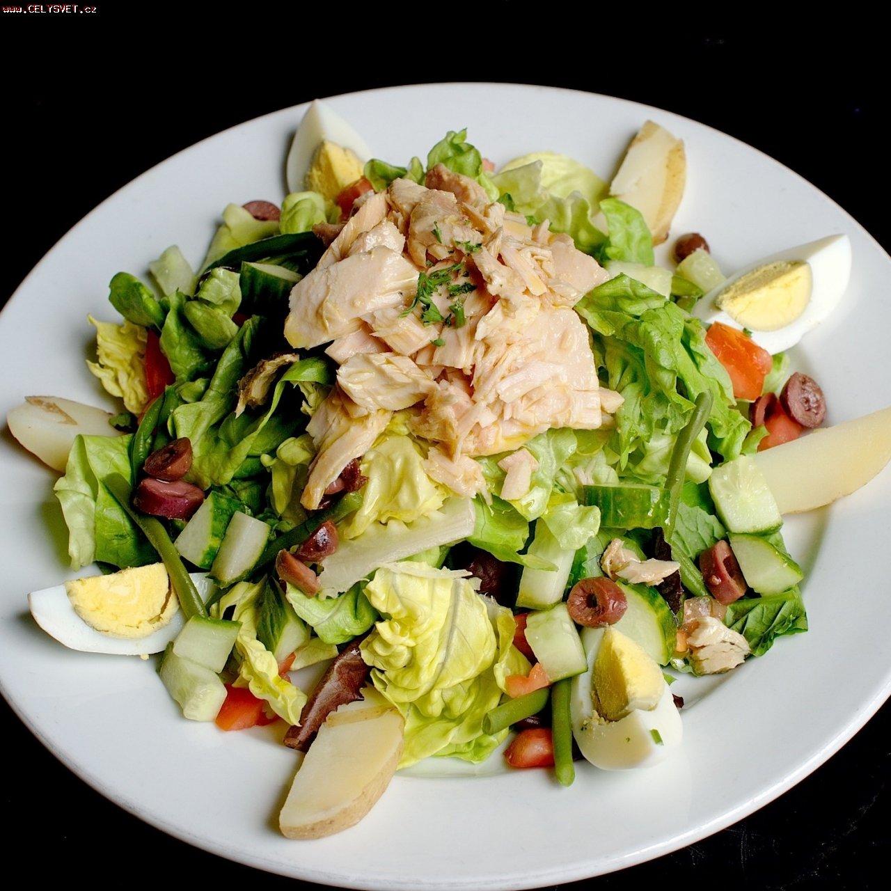 салат с тунцом консервированным рецепт и помидорами